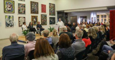 180 Besucher bei Diskussion mit Tim Röhn